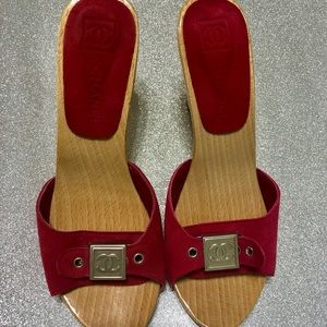 Vintage Chanel fushia suede leather wooden Mules
